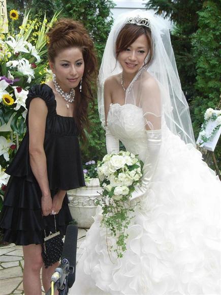 元パイレーツの西本はるかと浅田好未(2007年の浅田好未の結婚式で)