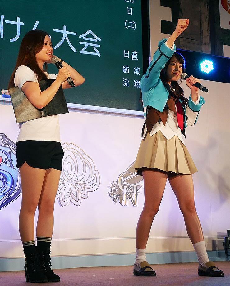 ニコニコ超会議の『ザクセスヘブン』ブースに超ミニスカートで登場した中村静香