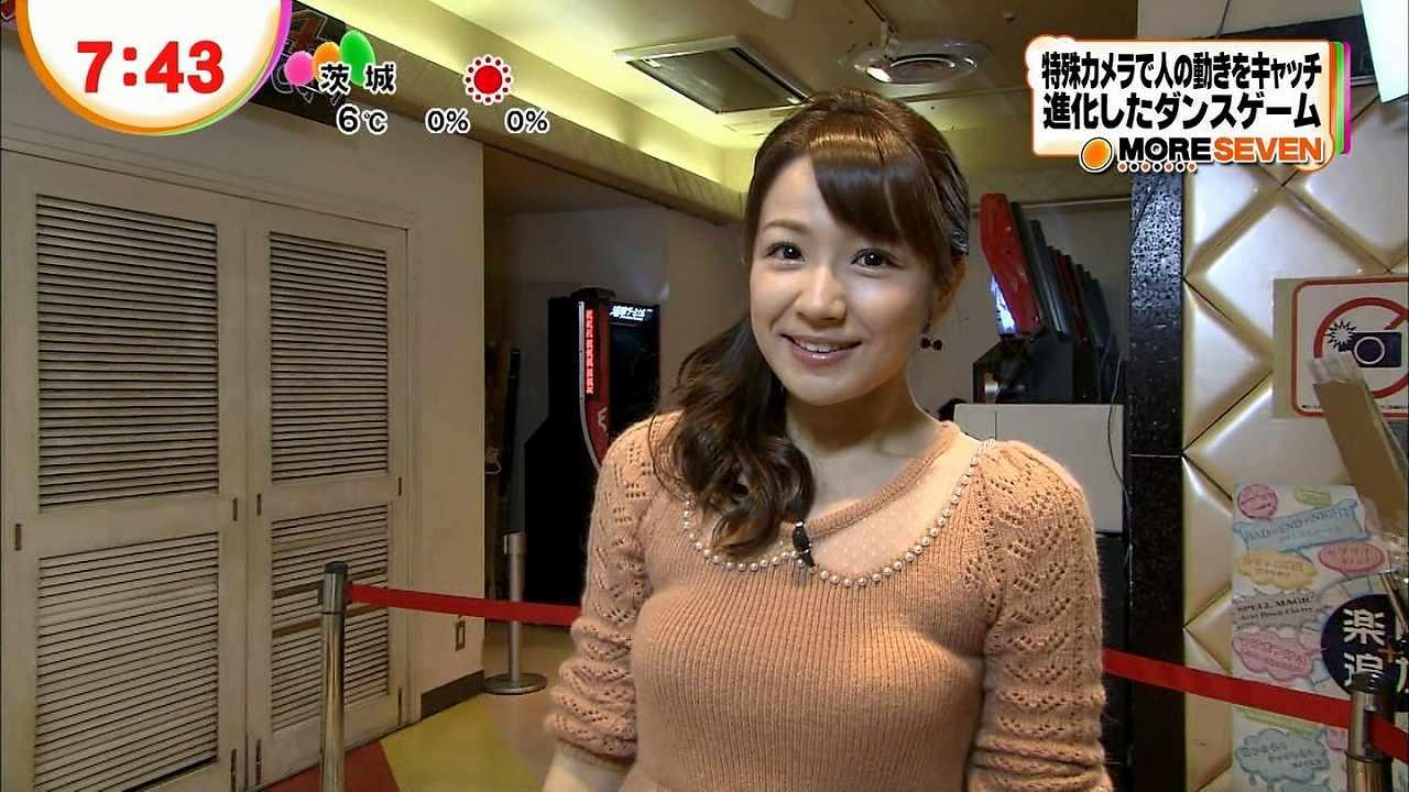 長野美郷の着衣おっぱい
