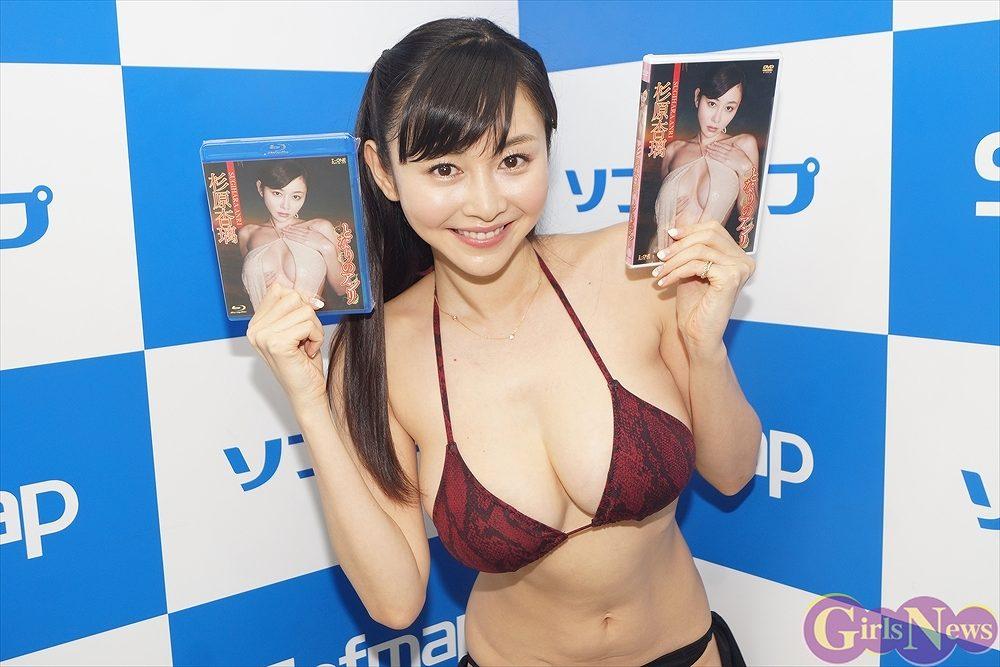 DVD&Blu-ray「となりのアンリ」発売記念イベントでソフマップに登場した杉原杏璃
