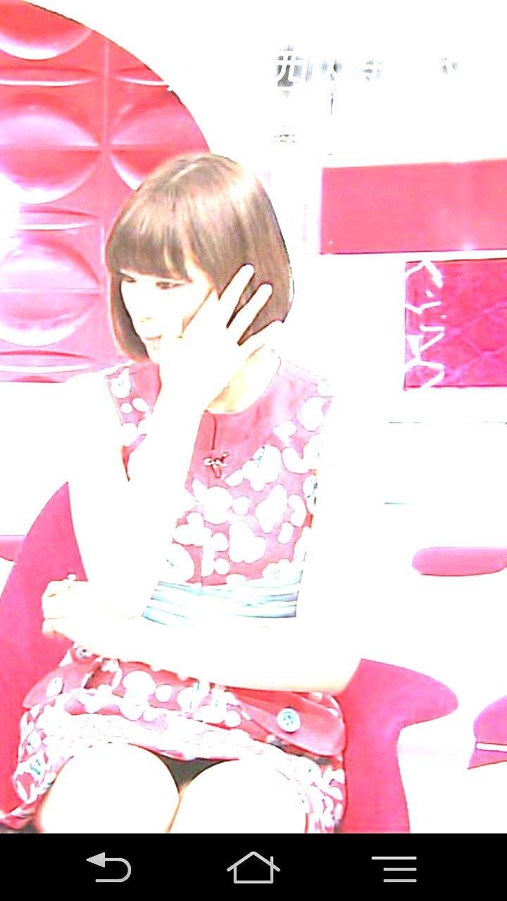「おしゃれイズム」に出演した西内まりやがミニスカートでパンチラ