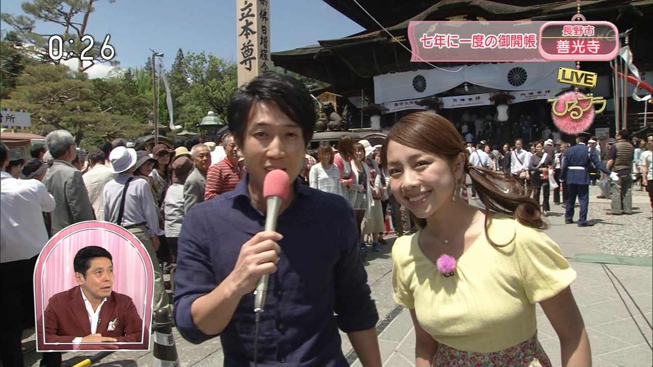 NHK「ひるブラ」で善光寺のご開帳をレポートする鈴木あきえ