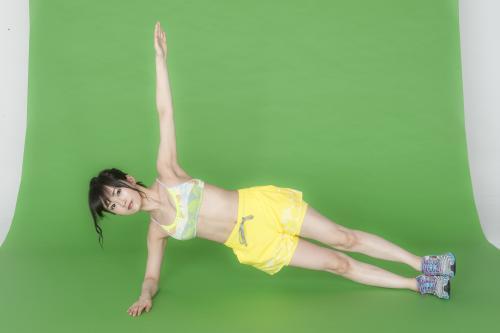 「Tarzan」で鍛えられた筋肉を見せた山本彩