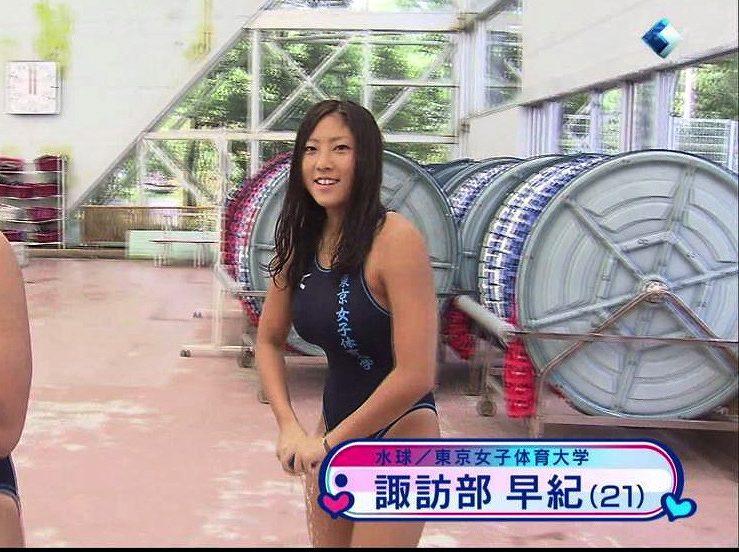 東京女子体育大学の水球選手・諏訪部早紀の水着姿