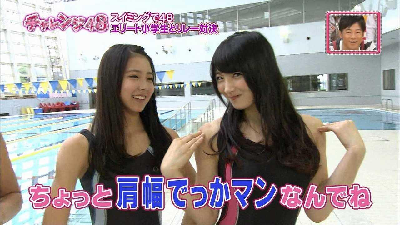 競泳水着を着たNMB48・岸野里香の肩幅
