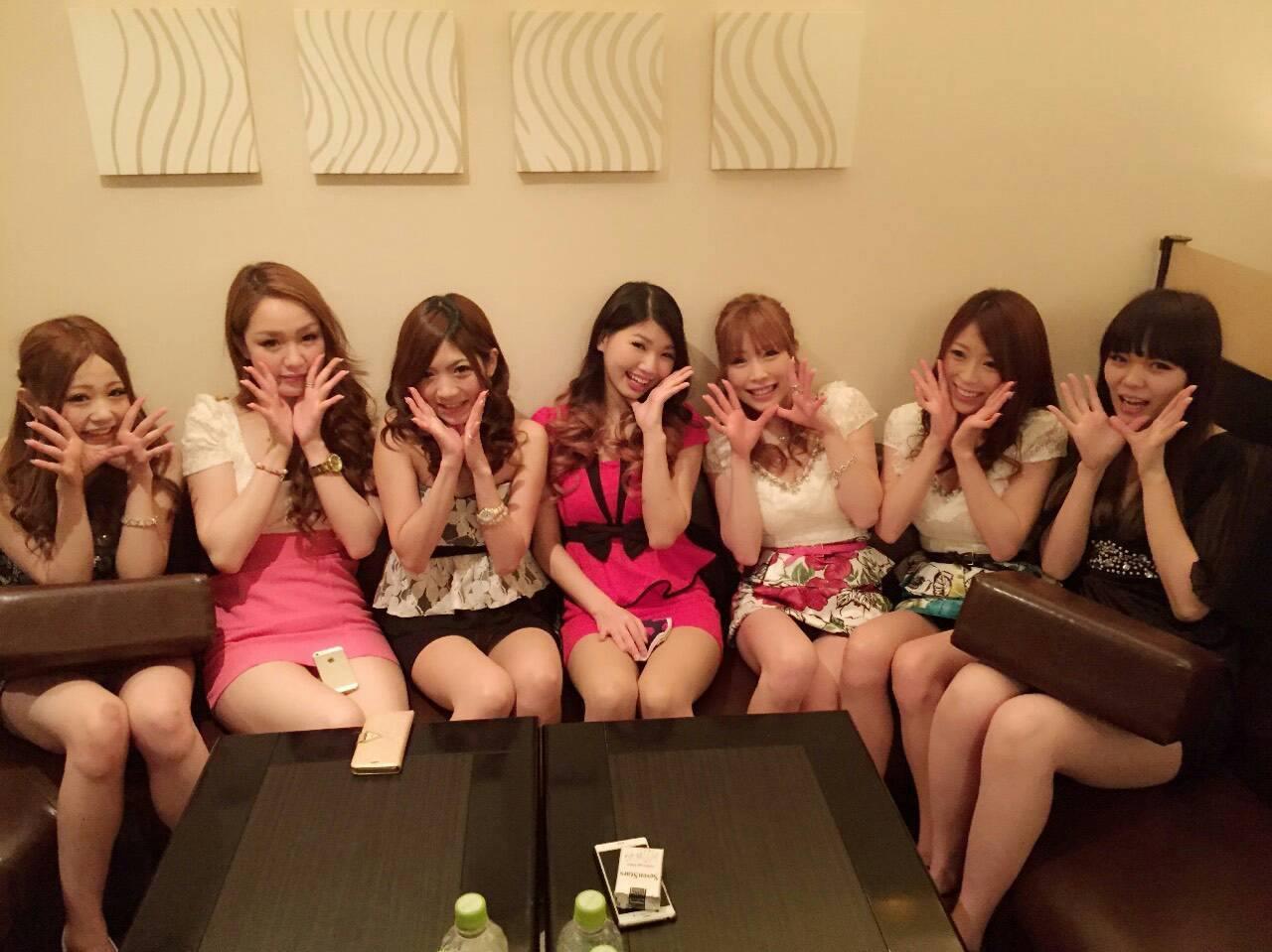 大分のクラブ(CLUB Figona)で働いている元AV女優のやまぐちりこ(元AKB48の中西里菜)とやまぐちりく