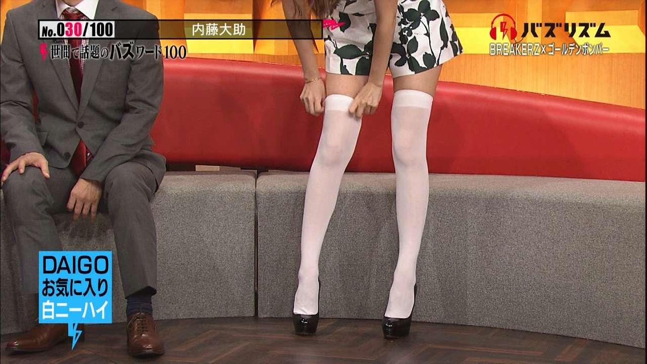 日テレ「バズリズム」で白いニーハイソックスを履いたマギーの絶対領域