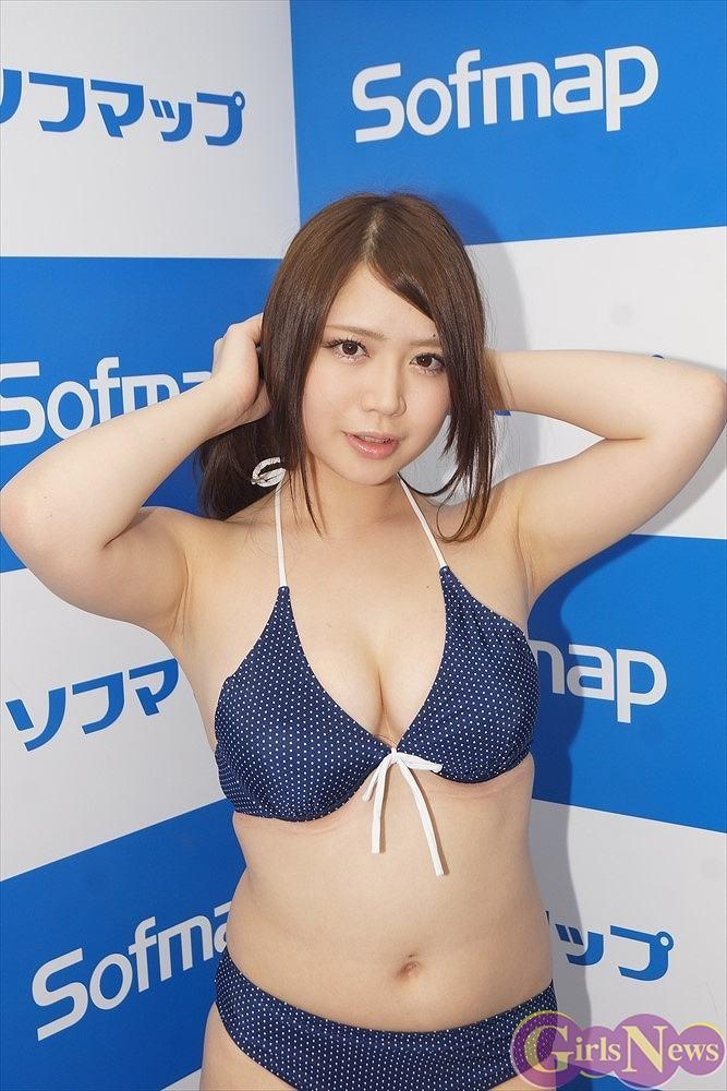 セカンドDVD「ピュア・スマイル」発売記念イベントでソフマップに登場した真東愛