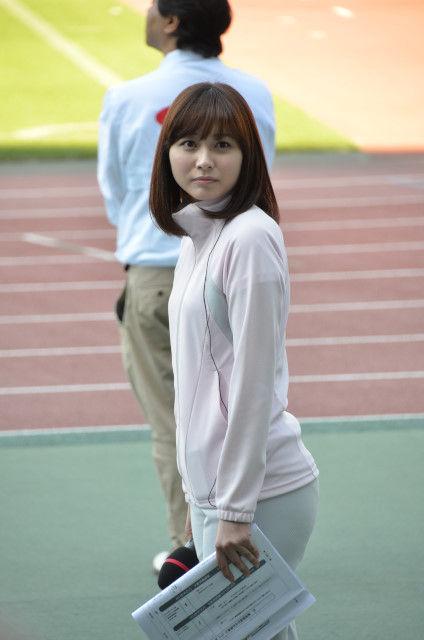 ジャージが薄すぎてパンツが透けてる久冨慶子アナ
