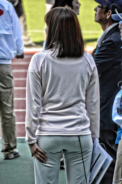 ジャージが薄すぎて小さめパンツがスケスケの久冨慶子アナ