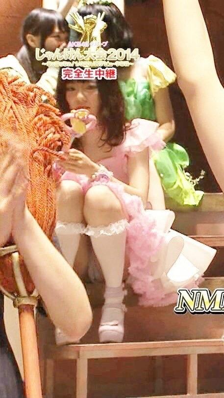AKBじゃんけん大会でパンツモロ出し、マンスジが見えてる島崎遥香
