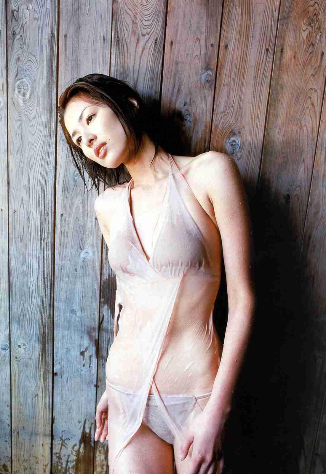 吉瀬美智子のビキニ水着グラビア