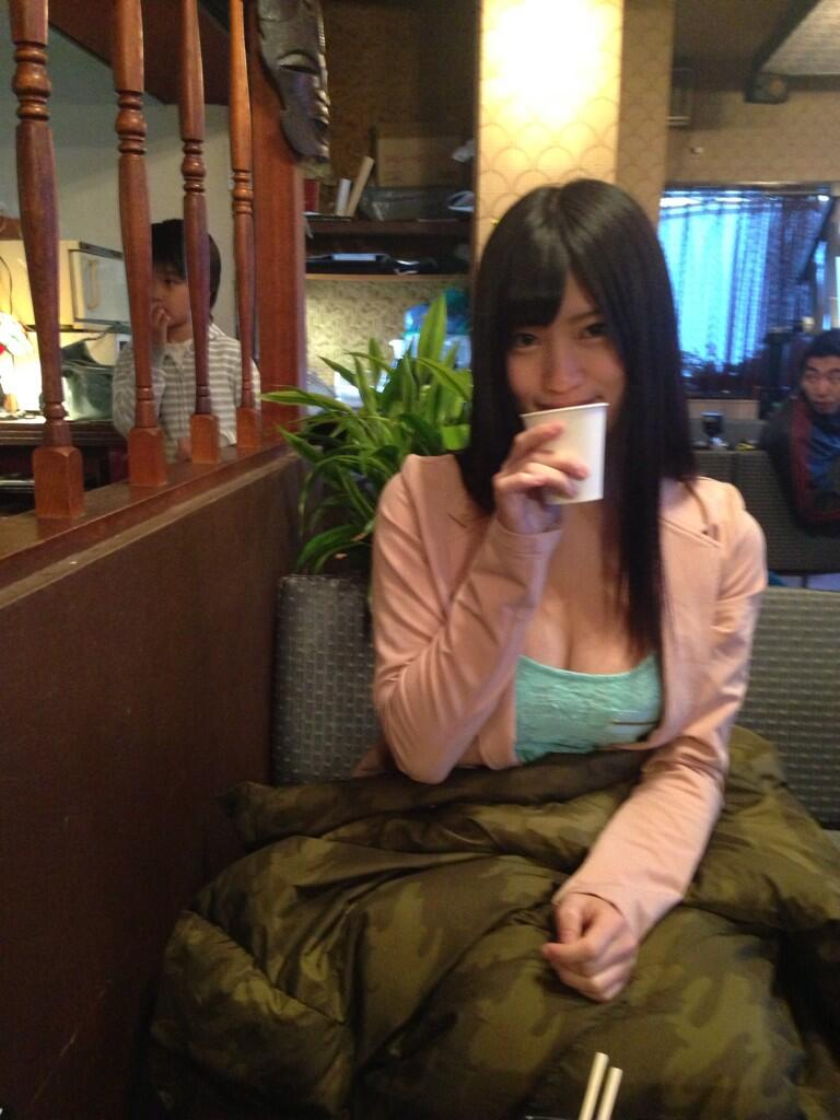 Gカップ乳の谷間全開な服を着た高崎聖子