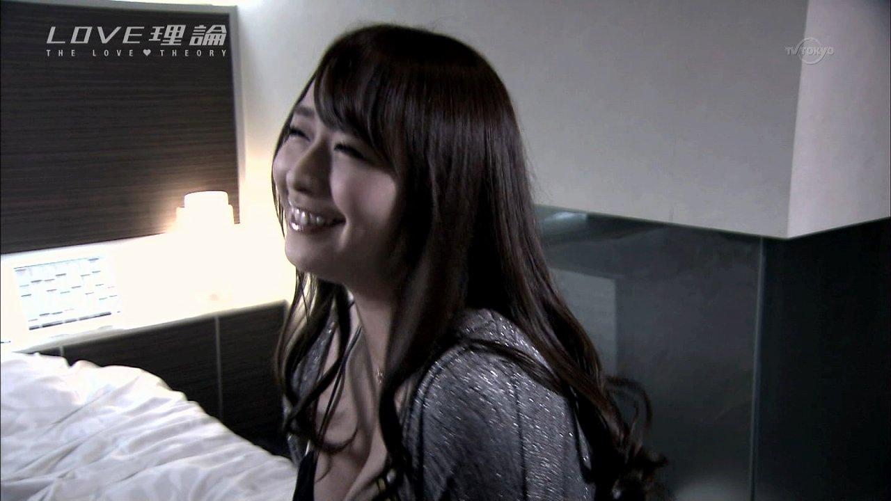 ドラマ「LOVE理論」第7話、胸丸出し服で出演した白石茉莉奈
