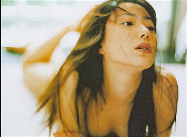菅野美穂のヌード写真集「NUDITY」