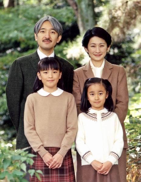 秋篠宮殿下と紀子さま、眞子さま、佳子さまの家族写真