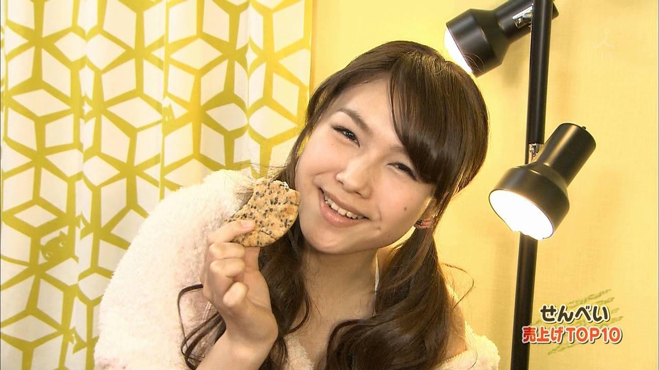 TBS「ランク王国」、ショートパンツ部屋着を徐々に脱いでいく美咲アヤカ
