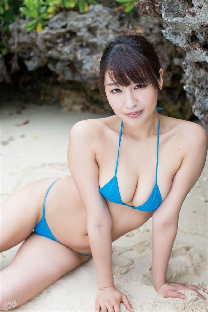 藤田薫子のDVD「純愛時間」画像、ビキニを着た藤田薫子