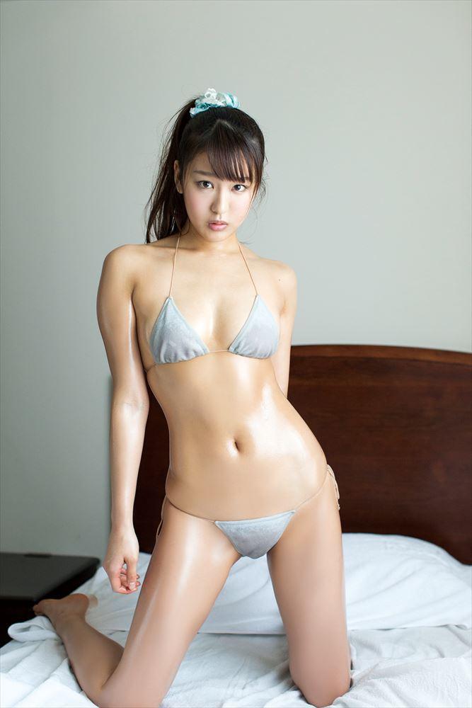 藤田薫子のDVD「純愛時間」画像、極小水着を着た藤田薫子