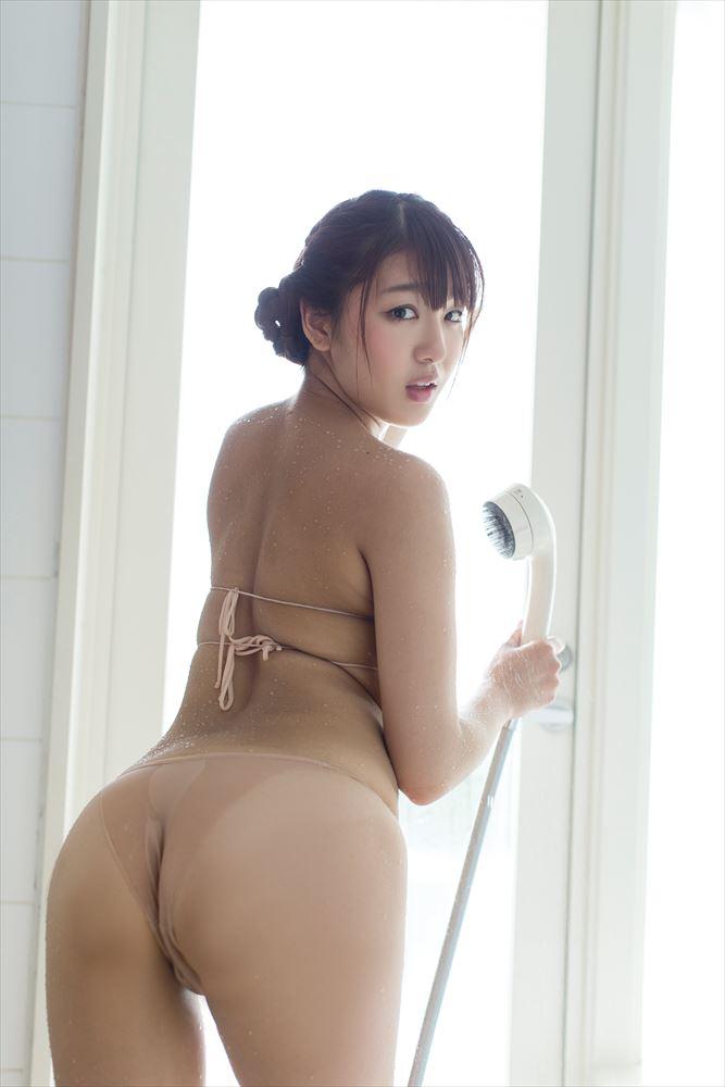 藤田薫子のDVD「純愛時間」画像、ビキニ水着でお尻丸出しの藤田薫子