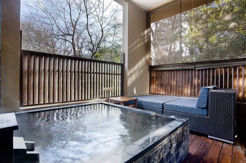 箱根・箱根翠松園の露天風呂