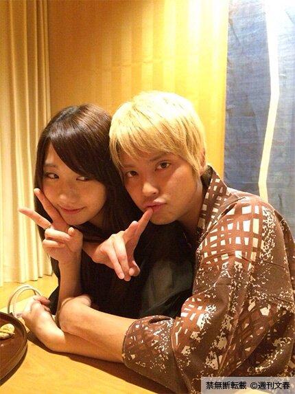 箱根・箱根翠松園の浴衣を着ている柏木由紀と手越祐也のツーショット画像