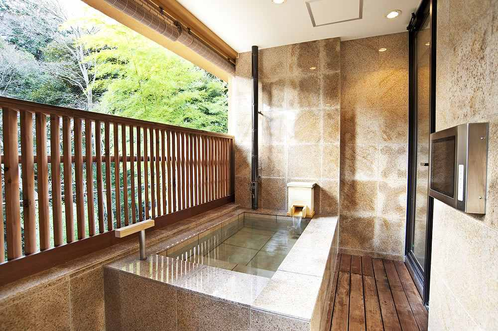 柏木由紀と手越祐也が宿泊した箱根・箱根翠松園の風呂