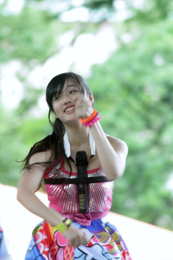 マイクをパイズリ状態で歌うつりビットの安藤咲桜