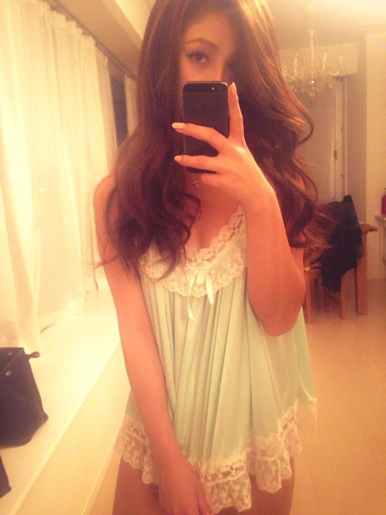 セクシー下着を着たダレノガレ明美の自撮り画像