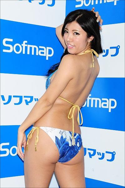 DVD「Color for you gradation」発売記念イベントでソフマップに登場した一色亜莉沙
