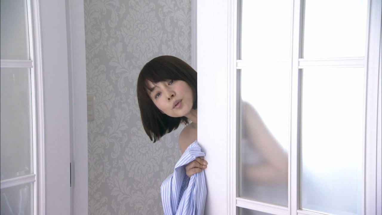 ドラマ「医師たちの恋愛事情」、バスタオル1枚の石田ゆり子