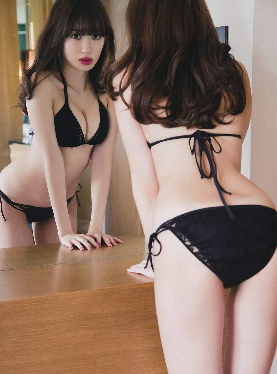 小嶋陽菜の黒ビキニグラビア