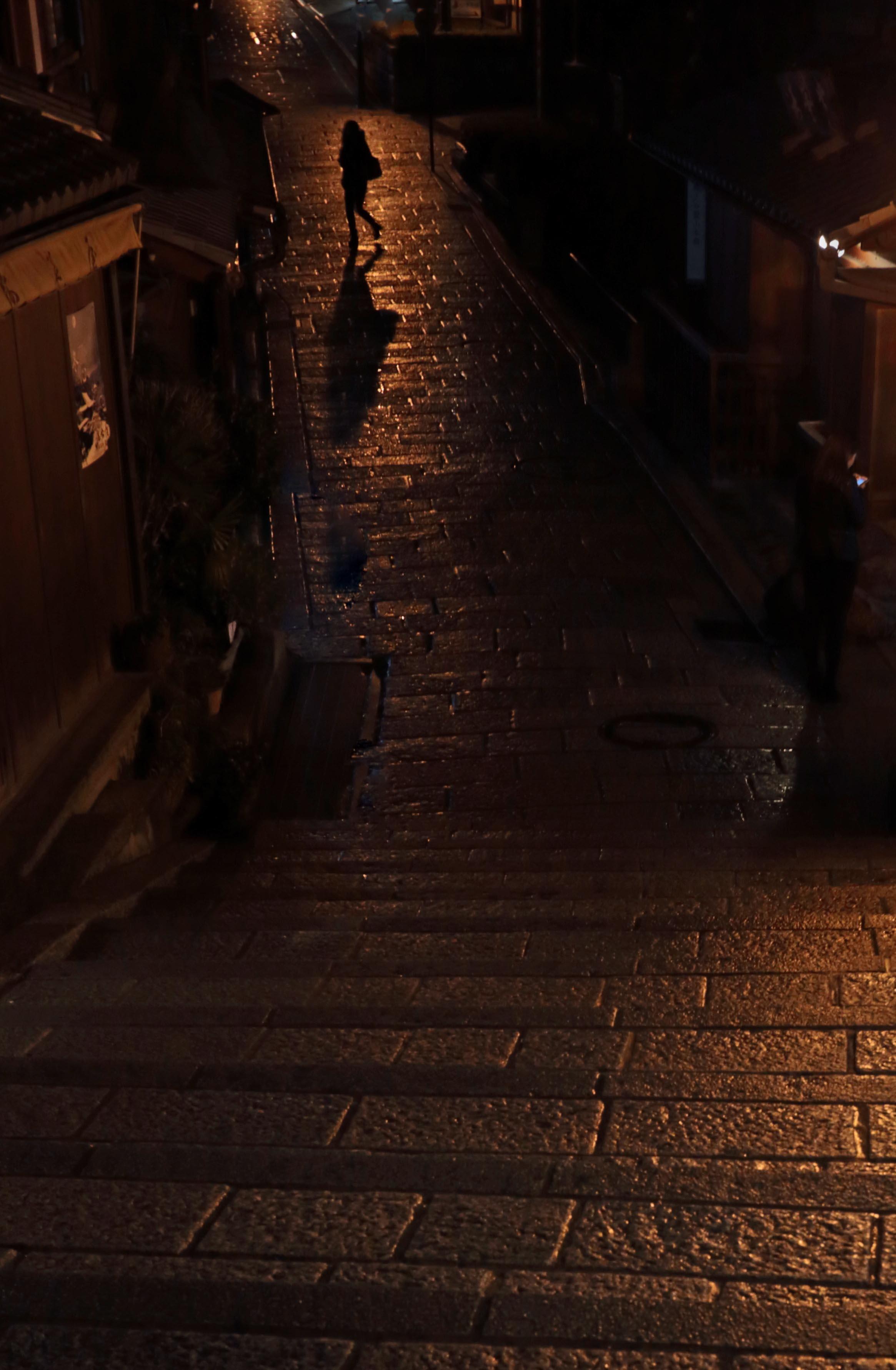 二年坂一人女性_edited-1