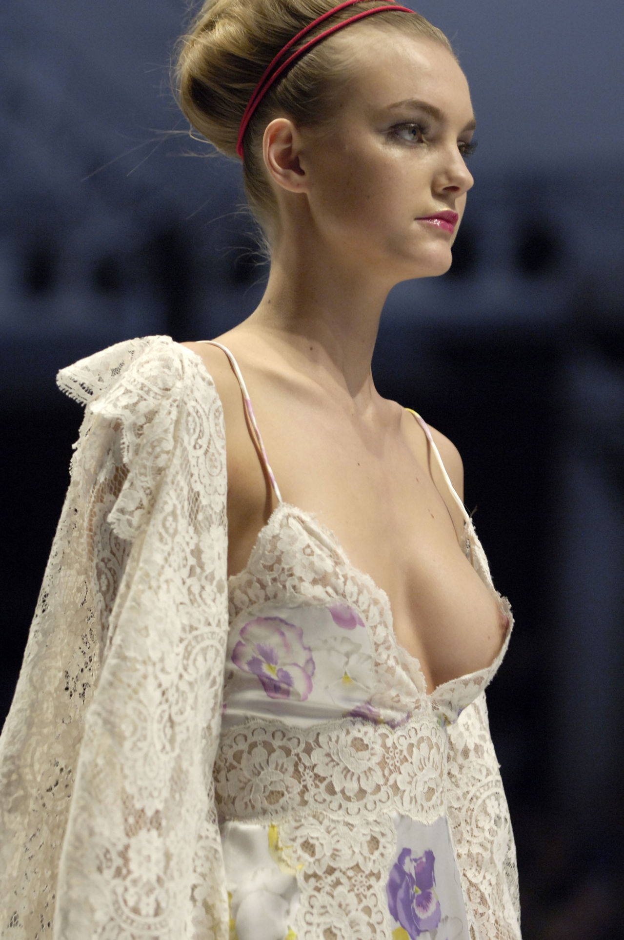 Valentino_S_S_07_Paris_Fashion_Show_Details.jpg