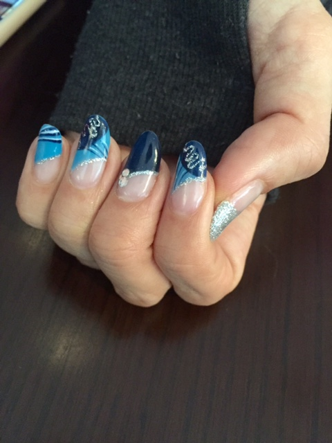 nailblue2.jpg