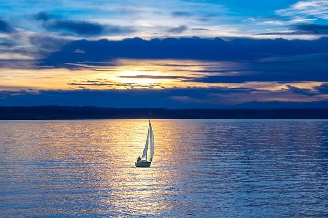 sailing-boat-596462_640.jpg