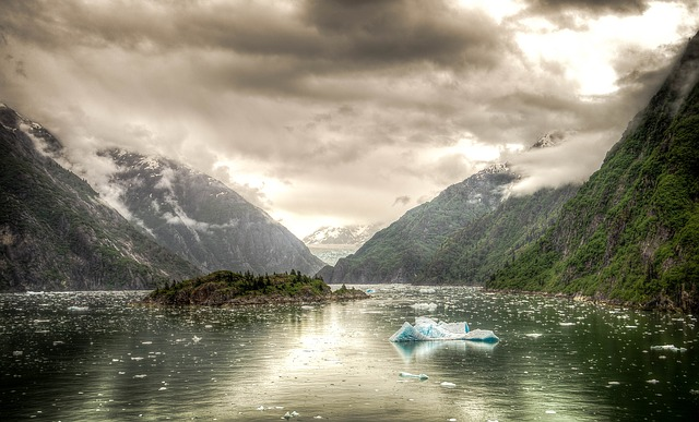 tracy-arm-fjord-369636_640.jpg