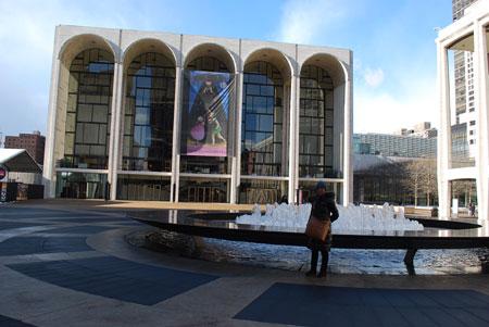 NY-メトロポリタン歌劇場前の