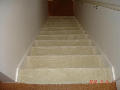階段をカーペット仕上げへ