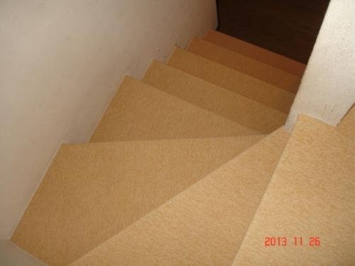 階段をループカーペットで施工