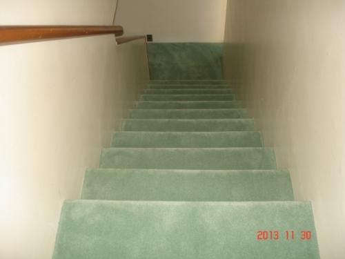 階段をカットカーペットで施工