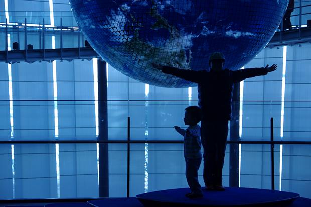 手のひらに乗る地球