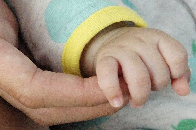 大きな手小さな手
