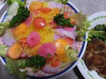 クズ野菜サラダ