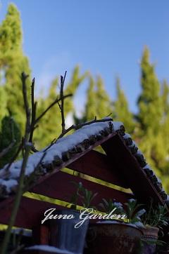 三角屋根雪150214