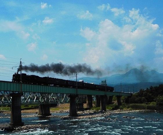 ①大正橋をわたるSL 20150613 下り列車