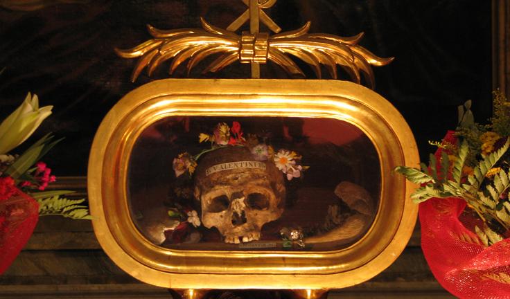 ローマのサンタマリア教会バレンタインの頭がい骨