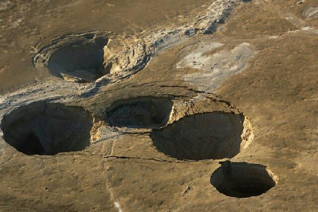 死海シンクホール
