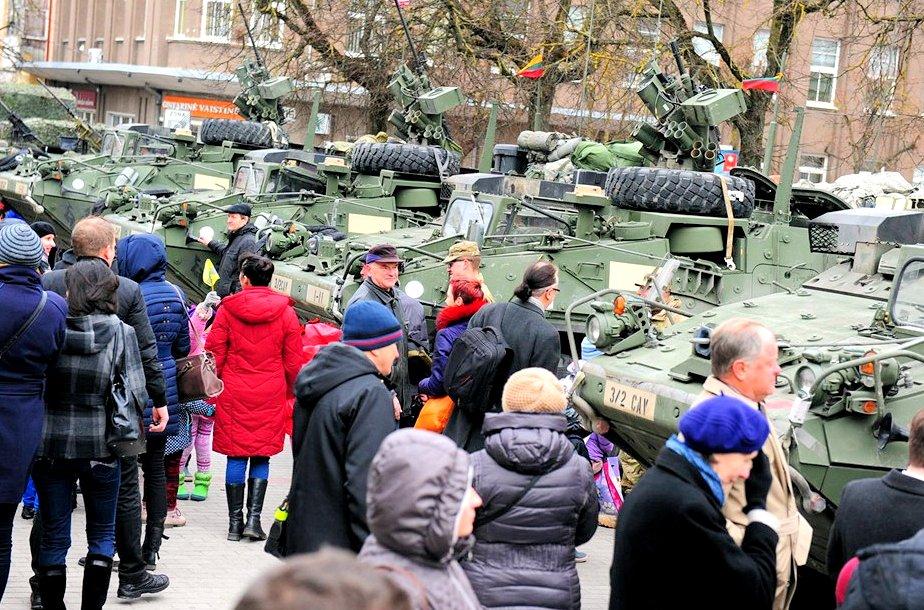 市民と戦車