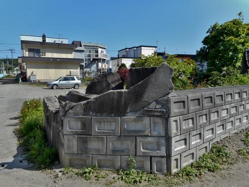 川沿18条 硬い塀